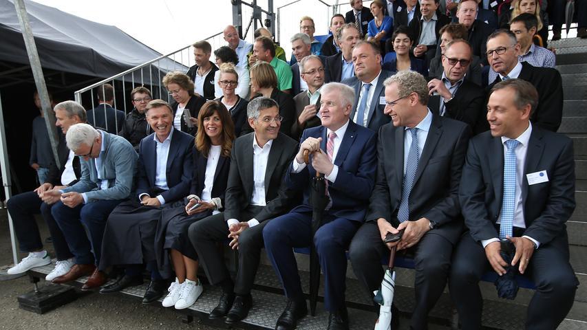 adidas Grundsteinlegung Campus Süd: Arena & Halftime in Herzogenaurach..CEO Herbert Hainer (4.v.r.), Bay. Ministerpräsident Horst Seehofer (3.v.r.), Bgm. German Hacker (2.v.r.) und Landrat Alexander Tritthart (r)..Foto: (c) RALF RÖDEL / NN