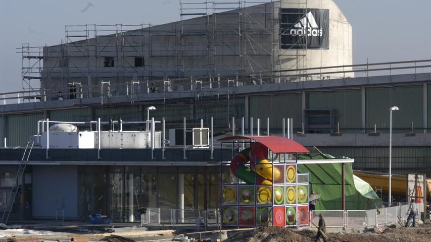 Ressort: B2 Herzogenaurach Foto: Matthias Kronau..Motiv: Baustelle Adidas-Factory Outlet / Werksverkauf und Nordumgehung
