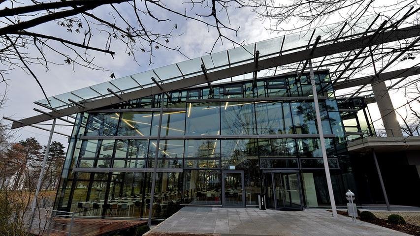 DATUM: 18.12.2013..RESSORT: Lokales ..FOTO: Horst Linke ..MOTIV: Stripes - das erweiterte Betriebsrestaurant der Firma adidas in Herzogenaurach..