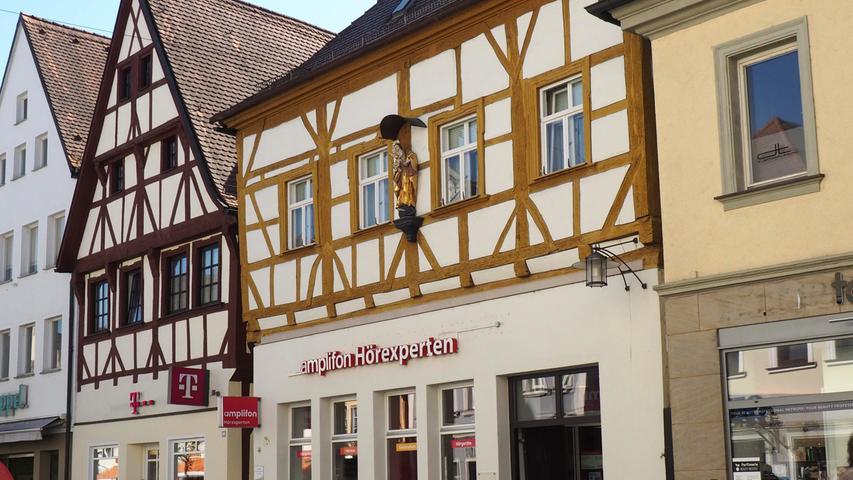 Die Hauptstraße 38 wurde zwar im 18. Jahrhundert umgebaut, das heutige stammt aber dennoch schon aus dem Jahr 1400. Von 1552 bis 1568 ...