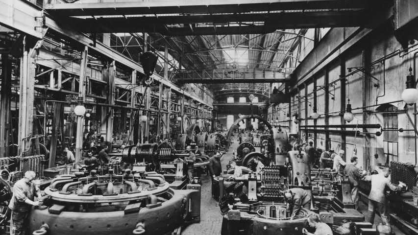 Auch die gefertigten Maschinen wurden langsam größer: Montage von Gleischstrommaschinen in Nürnberg.