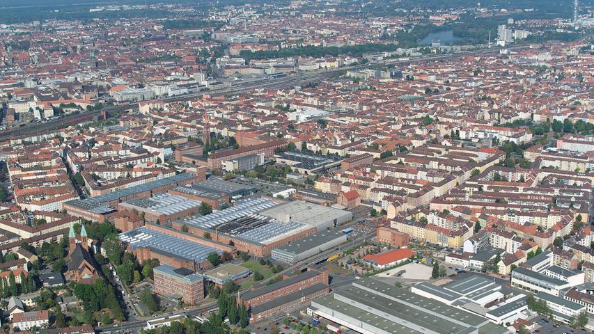 Wie sehr Siemens bis heute die Region prägt, sieht man aus der Luft: Das Foto zeigt das Nürnberger Siemens-Werk in der Vogelweiherstraße im Jahr 2011.