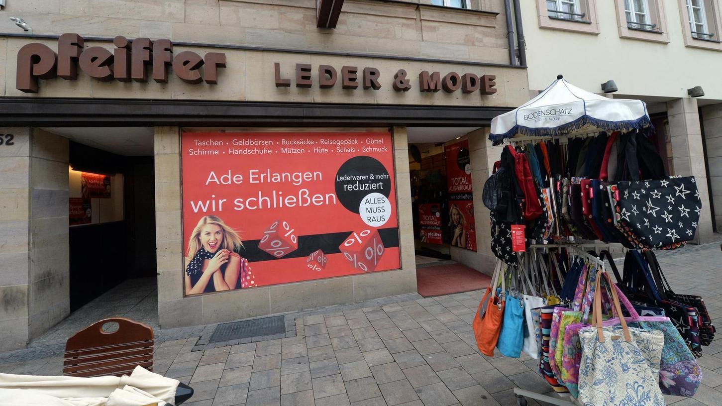 """Ende einer langen Tradition: Das Fachgeschäft Pfeiffer schließt die Türen und sagt """"Ade Erlangen""""."""