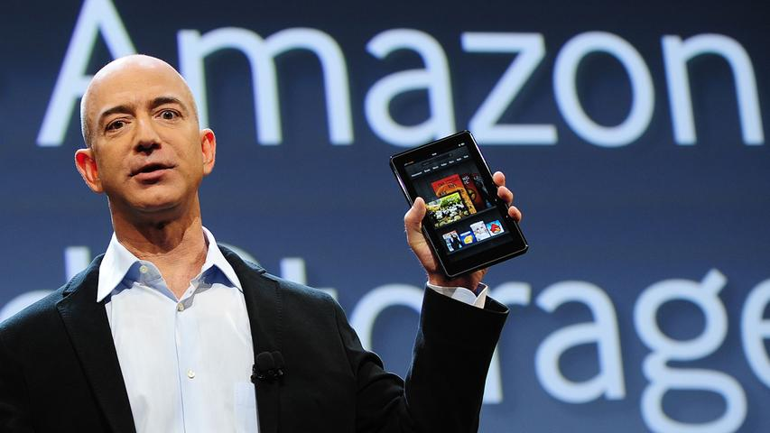 Amazon ist ein Gigant des Internets - diese Bildergalerie vereint zehn Fakten zu dem Unternehmen. Jeff Bezos, Gründer und Chef von Amazon, ist der König Midas unserer Zeit - er verfügt über ein Vermögen von 131 Milliarden US-Dollar. Dem US-Magazin
