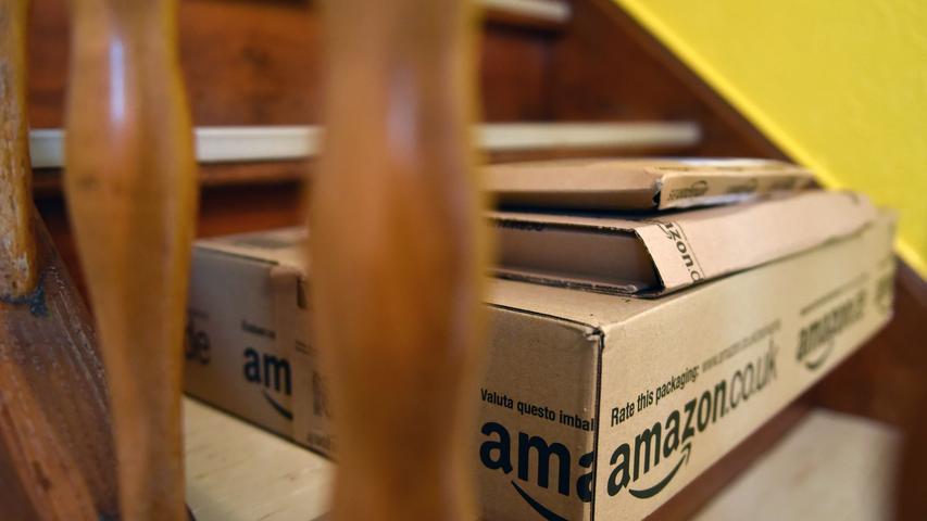 Eine Online-Buchhandlung, die ihre Bücher im Internet anbietet und anschließend verschickt: Mehr ist Amazon am Anfang nicht. Eigentlich will Jeff Bezos seinen Online-Laden