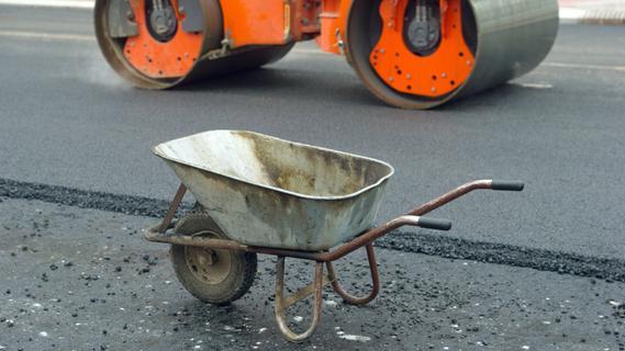 Straßensperre ignoriert: 16-jähriger Mofafahrer stürzt schwer