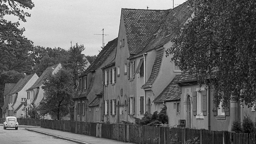 Der Baustil ist der gleiche geblieben. Die Häuser im Loher Moos stammen von 1919, doch die Architektur blieb Vorbild.  Hier geht es zum Artikel vom 18. Mai 1969: Wohnungen für 14.000