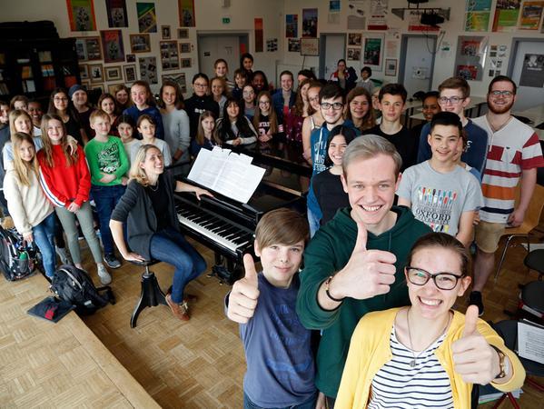 Der Schulchor, ein uncooles Wahlfach? Das sehen Katrin, Fabian, Niklas und die anderen Chormitglieder ganz anders.