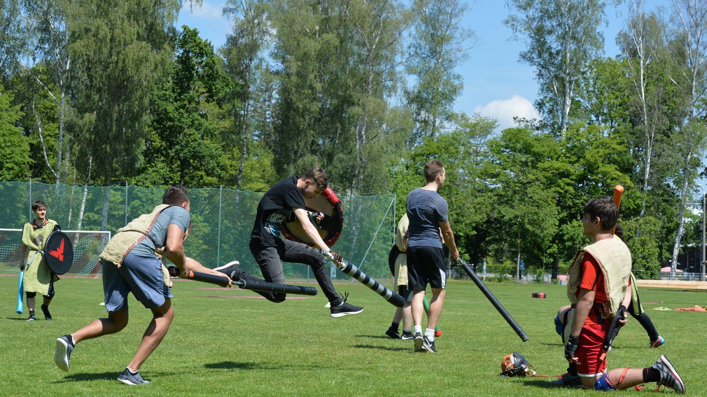 Jugger ist eine Mischung aus Rugby und Fechten. Auf den ersten Blick wirkt es martialisch. Tatsächlich ist es eine sehr faire Sportart.