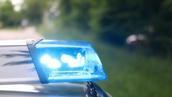 Fahrer verliert auf A6 die Kontrolle: Ein Toter und drei Schwerverletzte