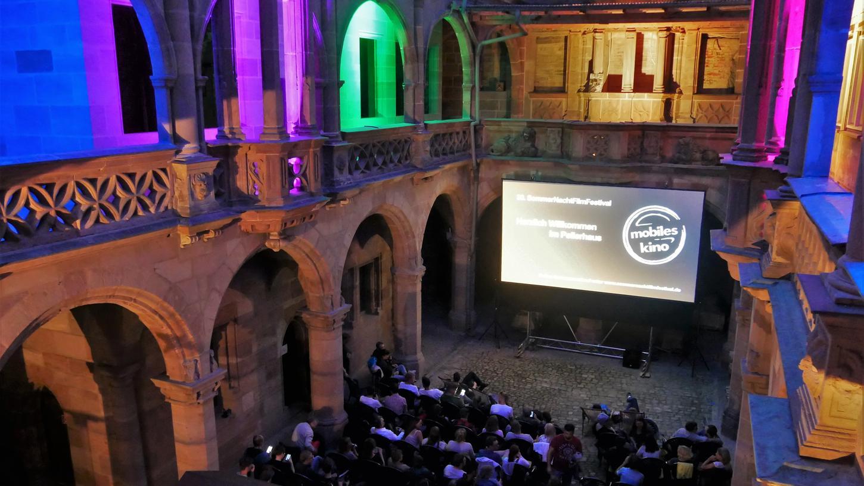 Die Altstadtfreunde mit ihren 5500 Mitgliedern möchten möglichst viel Leben ins Gemäuer bringen, wie beispielsweise hier beim Sommernachtfilmfestival.