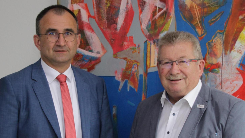 Vorstand Jürgen Winter verlässt das Klinikum Altmühlfranken zum Jahresende 2019. Landrat Gerhard Wägemann als Verwaltungsratsvorsitzender bedauert das sehr.