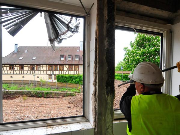 Insgesamt 17 Arbeiter haben den Bau in den vergangenen Wochen entkernt.