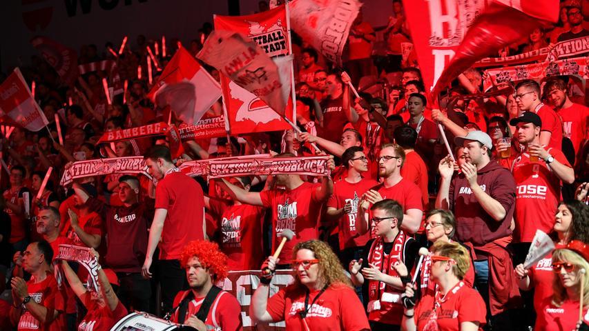 22.05.2019 --- Basketball --- Saison 2018 2019 --- 1. Bundesliga easycredit BBL --- 2. Spiel Playoff-Viertelfinale: Brose Bamberg - Rasta Vechta --- .Bamberger Fans vor dem Spiel.---- Foto: Hans-Martin Issler/ isslerimages ----.......