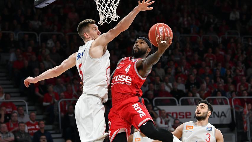 22.05.2019 --- Basketball --- Saison 2018 2019 --- 1. Bundesliga easycredit BBL --- 2. Spiel Playoff-Viertelfinale: Brose Bamberg - Rasta Vechta --- .Tyrese Rice (4, Brose Bamberg) gegen Thomas Bray (5, Rasta Vechta).---- Foto: Hans-Martin Issler/ isslerimages ----.......