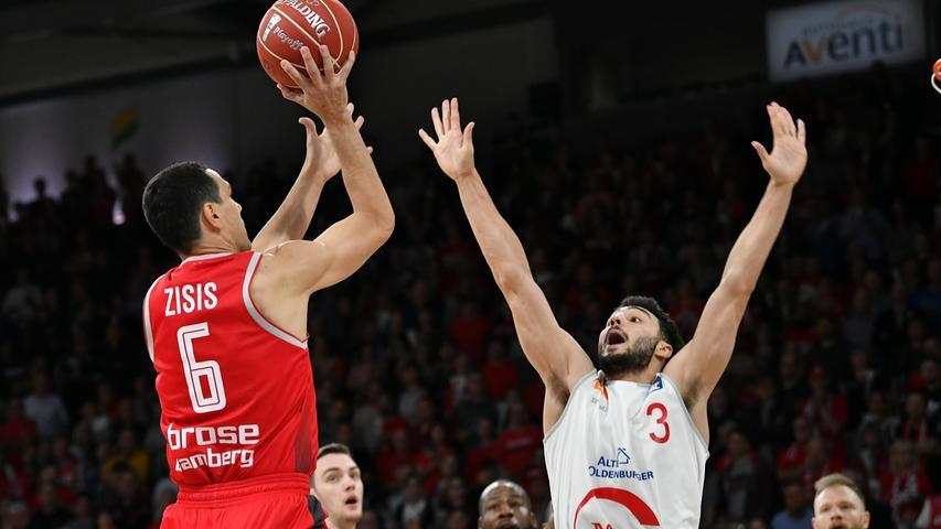 22.05.2019 --- Basketball --- Saison 2018 2019 --- 1. Bundesliga easycredit BBL --- 2. Spiel Playoff-Viertelfinale: Brose Bamberg - Rasta Vechta --- .Nikos Zisis (6, Brose Bamberg) gegen Maximilian DiLeo (3, Rasta Vechta).---- Foto: Hans-Martin Issler/ isslerimages ----.......