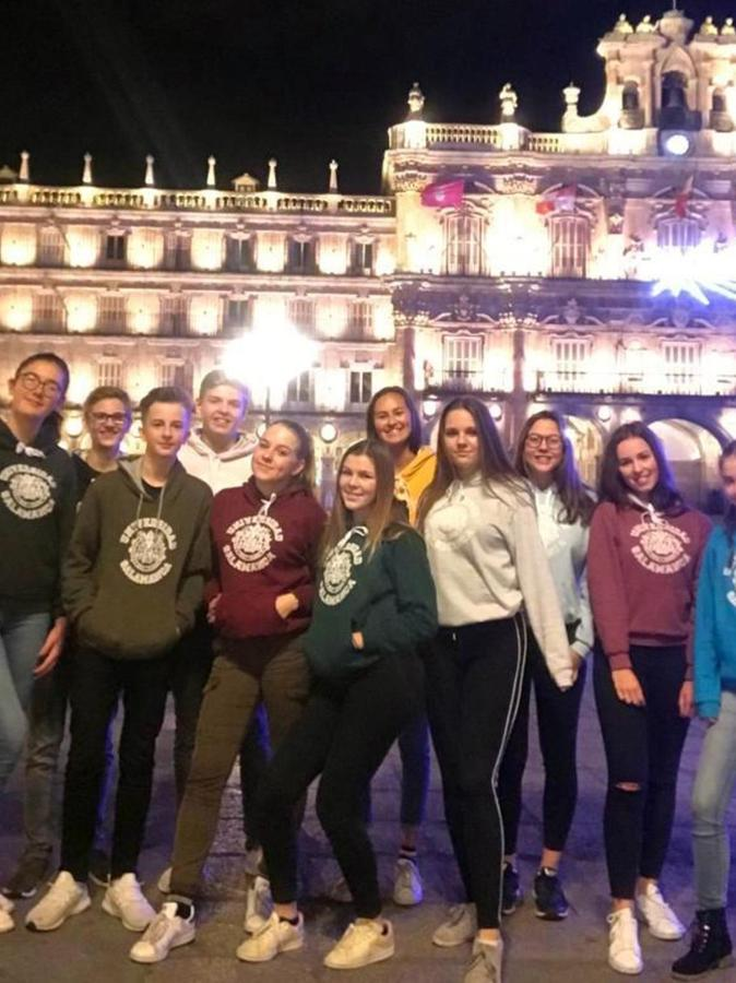 Zu Beginn der zehnten Klasse haben die Herzogenauracher Gymnasiasten die Möglichkeit, dreieinhalb Monate lang im spanischen Salamanca zur Schule zu gehen.