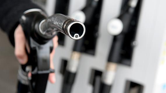 Wann ist Tanken am günstigsten? Tipps zum Sparen an der Zapfsäule