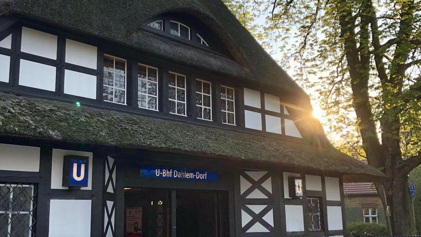 Mit Reet gedeckt hat die Station die Anmutung eines friesischen Hauses.  Mehr persönliche Lieblingsorte von unserem Berlin-Korrespondent Harald Baumer.