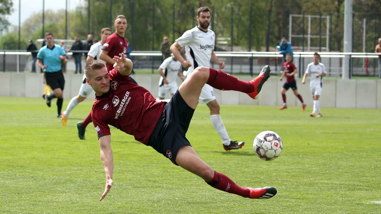 Akrobatisch kann er: Fabian Nürnberger rückt in den Profikader des FCN auf.