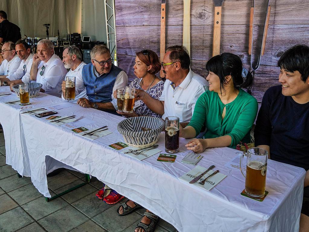 RESSORT: Pegnitz B1a Lokales..FOTO: HvD..MOTIV: 9. Pegnitzer Bratwurstgipfel auf dem Wiesweiher, 2. Juni 2019