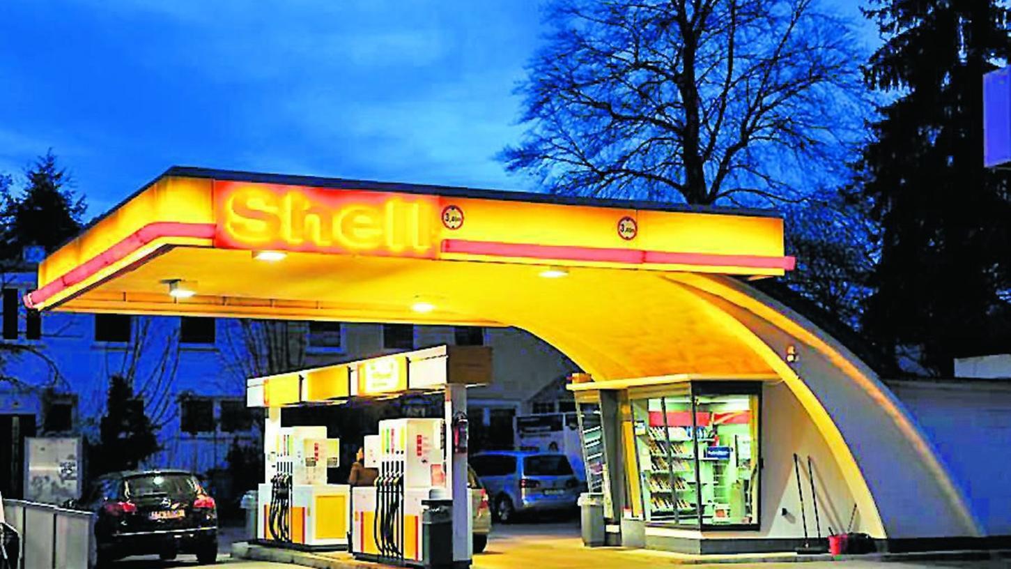 Da war die Tankstelle in Erlenstegen noch in Betrieb: Diese Aufnahme des Nürnberger Fotografen Claus Baierwaldes stammt von April 2015.