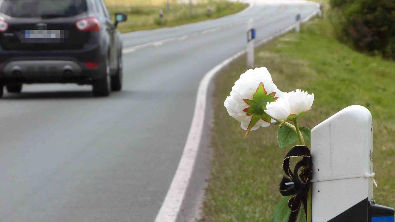 Stumme Trauer am Straßenrand: Immer wieder sind Unfallopfer bei der Radquerung der B470 zwischen Diespeck und Gerhardshofen zu beklagen.