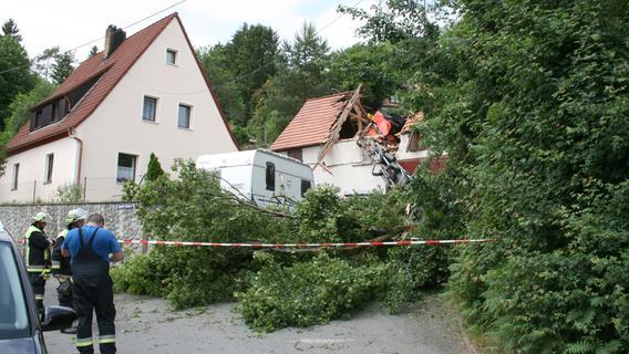 Aufregung in Velden: Baukran stürzt neben Schulgebäude
