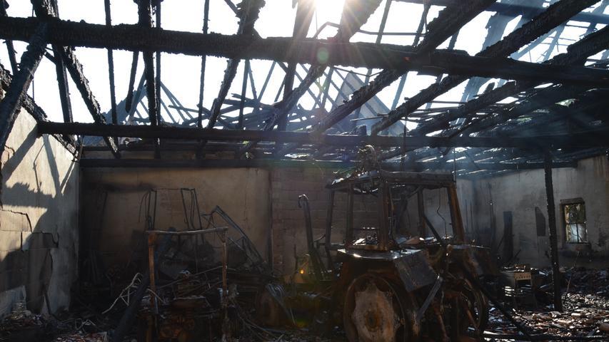 Wachstein Brand bei Familie Oster, Gasthof Zur Sonne, Nacht zum 6. Juni, verbrannte Fendt-Traktoren, Raritäten Foto: Jürgen Eisenbrand 6. 6. 2019