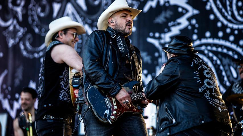 Nur echt mit Cowboy-Hut: The Bosshoss entern Zeppelin Stage bei Rock im Park