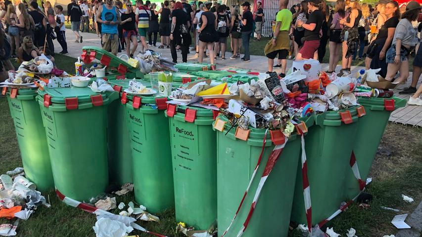 Flaschen, Dosen, Klappstühle: Rock im Park wird zur Unrat-Sammelstelle