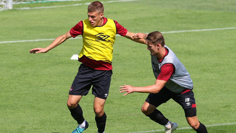 Weiß (leider), wie man Törles Knöll auf Abstand hält: Jakov Medic, den der Club nach Wiesbaden verleiht.