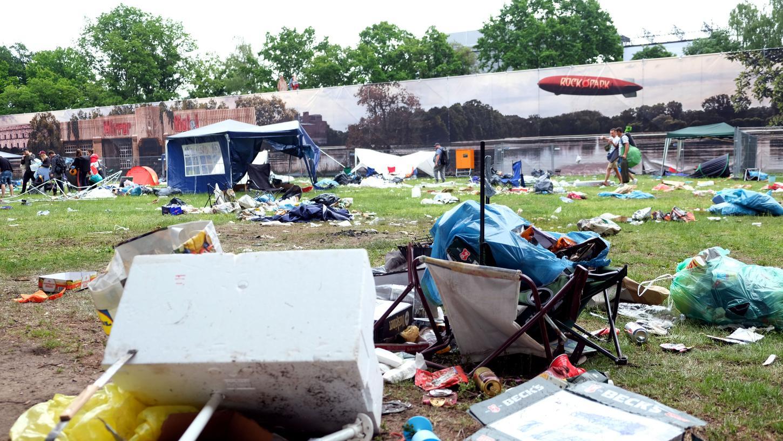 Dieses Bild zeigt nur einen kleinen Ausschnitt des Mülls, der sich auf dem Rock-im-Park-Gelände angesammelt hat.