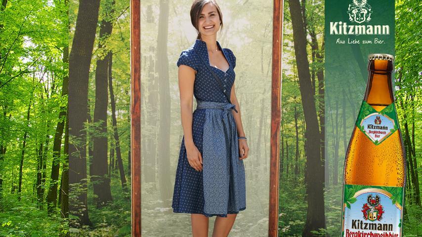 Blau in blau und mit hohem Kragen präsentierte sich Nina Dittmar - und konnte 82 User für sich begeistern.