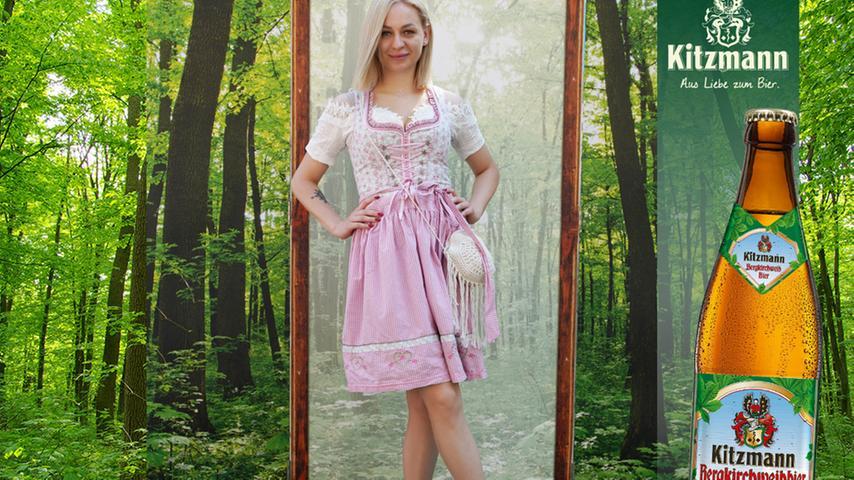...Kristina Gorbunova mit Fransentasche und...