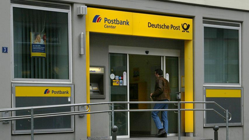 Die Postbank gehört zur Deutschen Bank und wird von dieser als eigenständige Marke geführt. Dabei ist die Postbank auf das standardisierte Geschäft mit Privatkunden ausgerichtet. Sie betreibt bundesweit rund 850 Filialen und zählt etwa 13 Millionen Kunden.