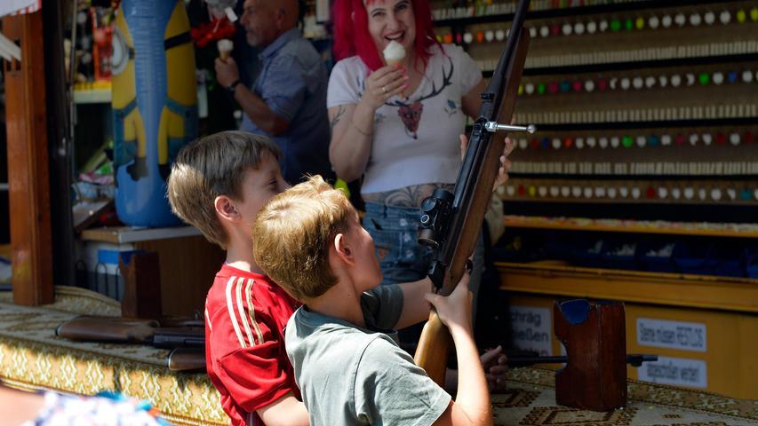 Erlangen: Der 2. Donnerstag am Berg ist der Familientag. Dann bieten die Fhrgeschäfte Kindern und Familien günstigere Fahrten an. 11.06.2019. Foto: Harald Sippel