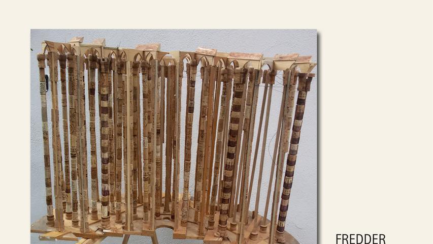 geb. 1957 in Beilngries lebt in Nürnberg Santa Deformatia (2018) 70 x 110 x 60 cm; 5 kg Holz, Weinkorken Fernmelde-Kabeltrommel