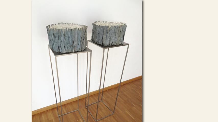 geb. 1961 in Fürth lebt in Fürth Wie einst im Mai (2019) 120 x 80 x 30 cm; 15 kg Stickerei/Rollenhefte Theaterarchiv