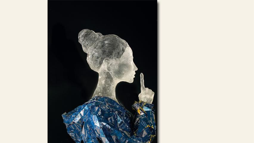 geb. 1985 in Halle/Saale lebt in Nürnberg Salome (2018) 176 x 50 x 60 cm Skulptur, Plexiglas geschnitzt, Computerplatinen
