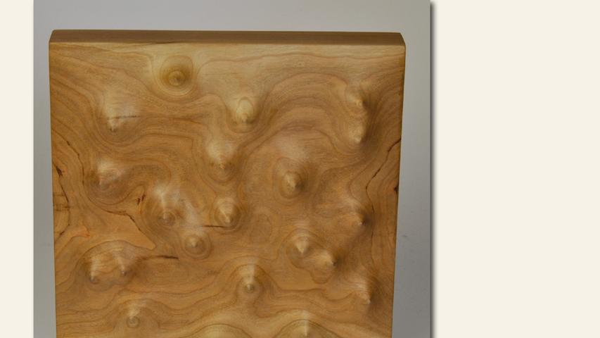 geb. 1961 in Offenburg lebt in Fürth Ohne Titel 2 (2018) 20 x 20 x 5 cm; 1 kg Bildhauerei in Holz ebenfalls gezeigt Ohne Titel 1 (2018) 20 x 20 x 5 cm; 1 kg Bildhauerei in Holz erstmals im Wettbewerb vertreten