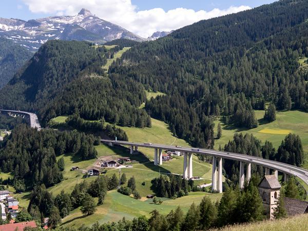 Dieses Jahr erhob das österreichische Bundesland Tirol Fahrverbote auf Landstraßen, die von Urlaubern zum Umfahren von Staus genutzt wurden - oder um Mautgebühren zu sparen.