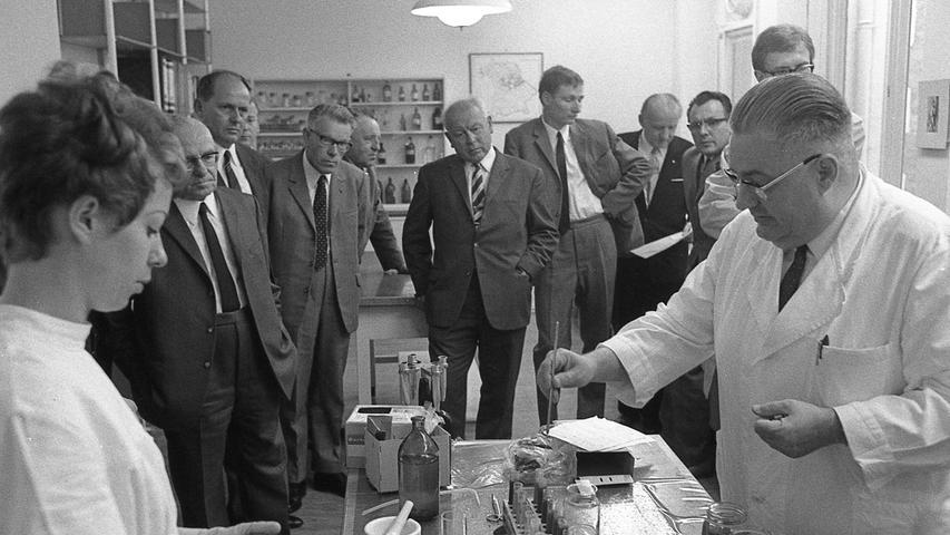 Im Jahre 1938 in München vom bayerischen Staat gezeugt und 1939 in Nürnberg geboren, feierte gestern die Bayerische Staatliche Veterinäruntersuchungsanstalt in Nürnberg das 30jährige Bestehen.  Hier geht es zum Artikel vom 28. Juni 1969: