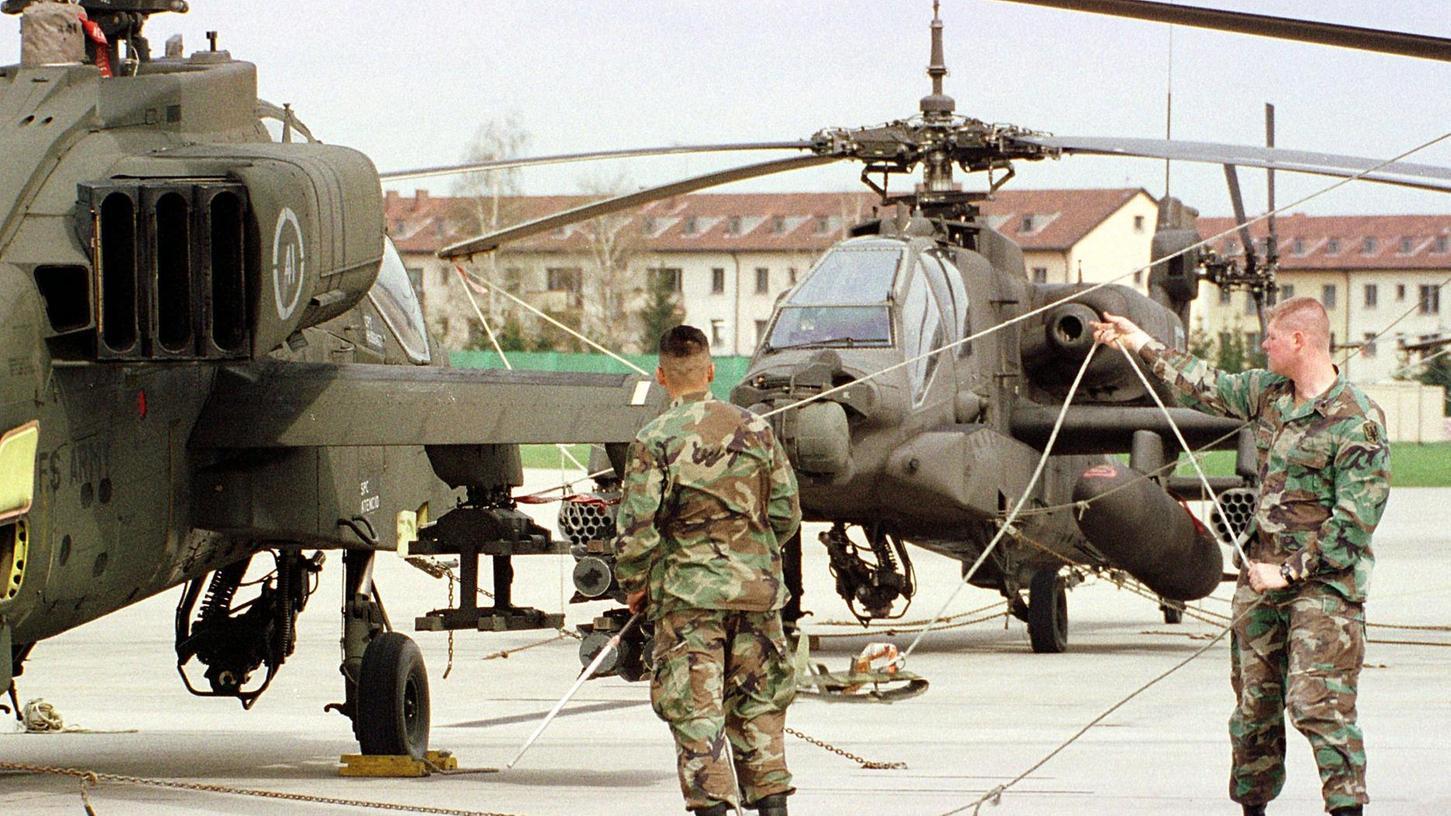 """Sie sorgen für Ärger bei der Bevölkerung: Übungsflüge mit den Kampfhubschraubern des Typs """"Apache"""", die in Illesheim im Landkreis Neustadt/Aisch-Bad Windsheim stationiert sind."""