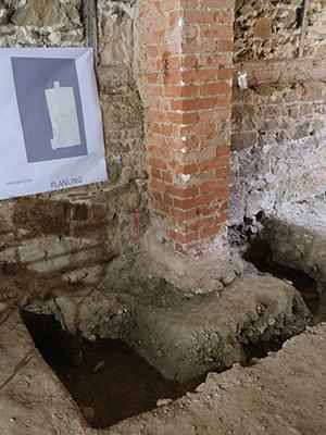 Archäologische Grabung im Erdgeschoss.