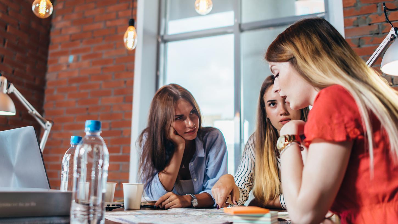 Gründerzentren speziell für Frauen, sollen Unternehmerinnen, die die Selbstständigkeit planen, unterstützen.