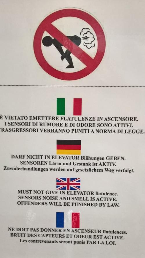 Gesehen im Aufzug eines Hotels in Lignano/Sabbiadoro, Italien