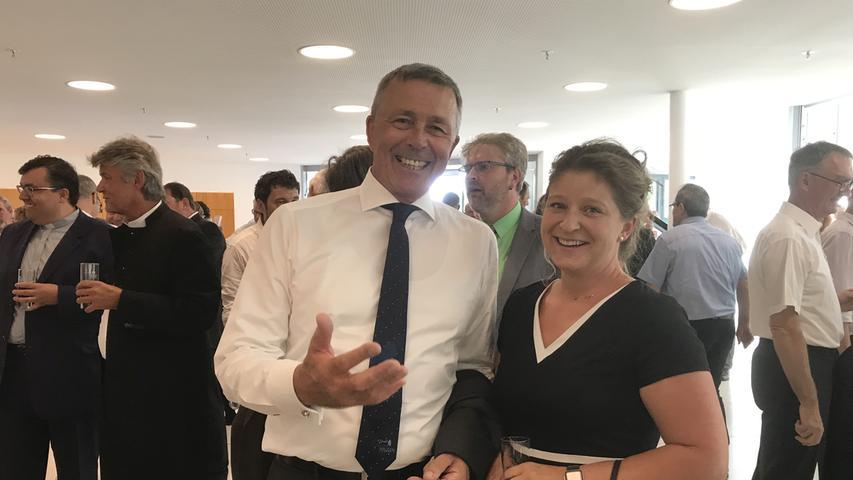 Politisch nicht immer einer Meinung, von der neuen Stadthalle aber gleichermaßen begeistert: Der Vorsitzende der CSU-Stadtratsfraktion Manfred Pappler und die SPD-Ortsvorsitzende und Stadträtin Bianca Bauer.