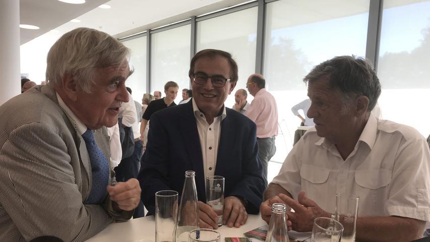 Rechtsanwalt Dr. Sigurd Schacht mit Treuchtlingens Altbürgermeister Wolfgang Herrmann und dem stellvertretenden Landrat Peter Krauß.