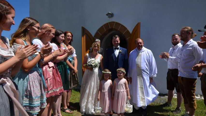 Im Sankt-Willibald-Kirchlein in Unterölsbach, im Heimatdorf der Braut, schworen sich nach dem standesamtlichen